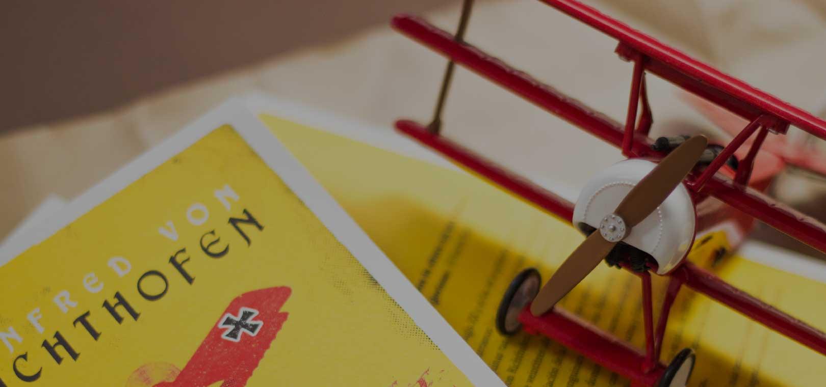 Diseño Editorial Avión Rojo de Combate Macadán Libros