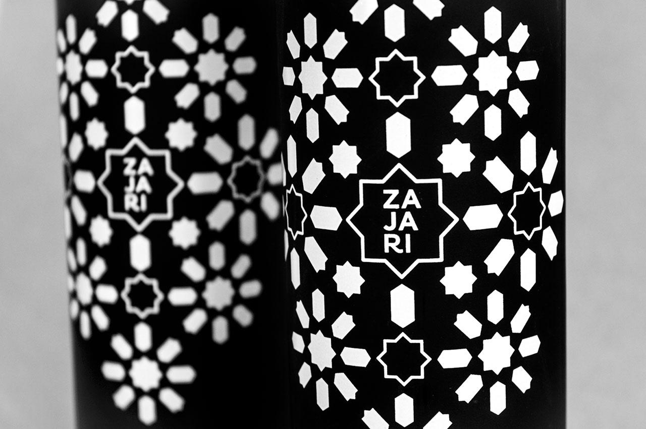 Detalle de diseño de la botella de Zajari