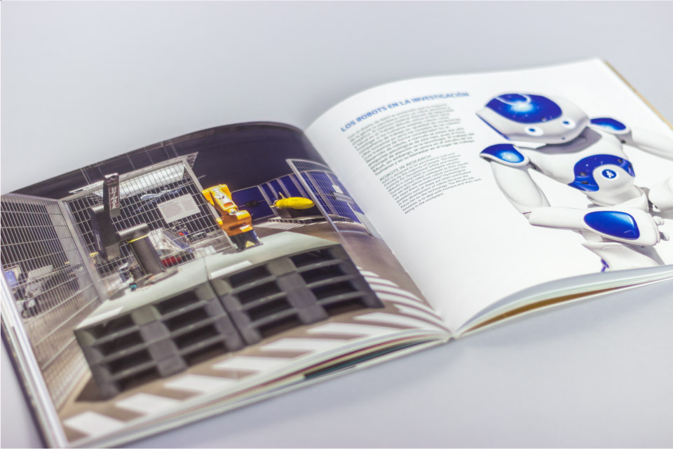 Diseño catálogo exposición momias del parque de las ciencias de granada Robots item-gallery-50